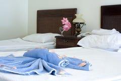 Em um quarto de hotel Fotografia de Stock Royalty Free