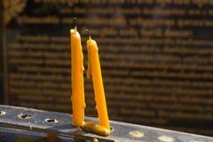 Em um templo de budistas Fotos de Stock Royalty Free