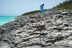 Em uma praia rochosa Fotografia de Stock