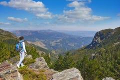 Em uma rocha no parque nacional em Portugal Imagens de Stock Royalty Free
