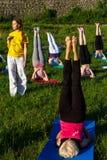 Em Uzhgorod passou um exercício ao ar livre - ioga para tudo Fotografia de Stock