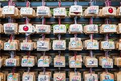 Ema (ξύλινες πινακίδες επιθυμίας) στο ναό Kinkaku-kinkaku-ji Στοκ φωτογραφίες με δικαίωμα ελεύθερης χρήσης