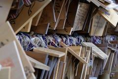 Ema-böner på en shintorelikskrin Japan Arkivfoton