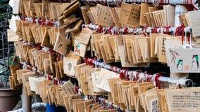 Ema drewniane plakiety przy Hanazono Inari świątynią przy Ueno parkiem obraz royalty free