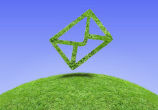 Email d'herbe de symbole Photo stock
