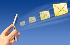 EMail, die durch einen Radioapparat gesendet wird Lizenzfreie Stockfotos