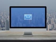 Email p?aska ikona, Biznesowy kontakt my online poj?cie zdjęcia stock