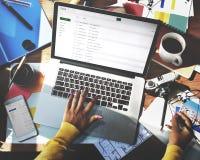 Email pracy Pracująca stacja Używać laptop technologii pojęcie Zdjęcie Royalty Free