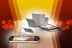 Email que comparte entre el teléfono elegante Fotos de archivo libres de regalías