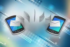 Email que comparte entre el teléfono elegante Fotografía de archivo libre de regalías