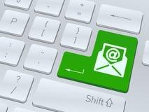 Email teckenbegreppet på knappen av det vita datortangentbordet Royaltyfria Foton