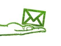 Email vert de symbole dans la main Image stock