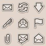 EMail-Web-Ikonen, braune Formaufkleberserie Stockbild