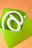 EMail-Zeichen in einem Umschlag Lizenzfreie Stockfotos