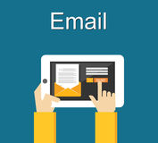 Emailillustration Överföring av emailbegreppsillustrationen Plan design Royaltyfri Bild