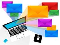 Emailkuvert som brister från bärbara datorn Royaltyfri Illustrationer