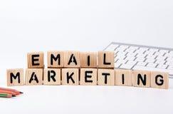 Emailmarknadsföringsbegrepp Abstrakt bakgrund för affär och utveckling arkivbild