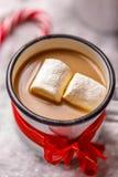 Emalj rånar med varm choklad Arkivbild