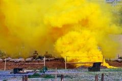 Emanações amarelas no campo de batalha Imagem de Stock Royalty Free