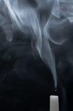 Emanações de uma vela branca Imagens de Stock Royalty Free