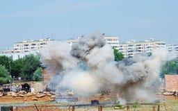 Emanações e fogo no campo de batalha Fotos de Stock Royalty Free