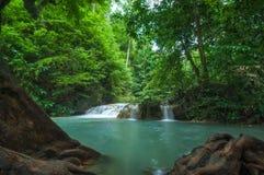 Emaral-Wasser an Erawan-Wasserfall Stockbild