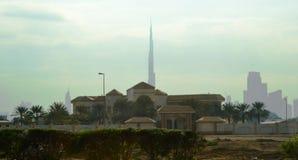 Embaçamento da manhã da cidade da paisagem de Dubai Burj Khalifa imagens de stock royalty free