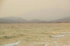 Embaçamento do fumo do fogo do verão fotos de stock