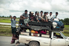 Embalado muito com o carro dos povos na estrada local Fotos de Stock Royalty Free