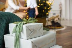 Embalagem dos presentes do ` s do ano novo fotos de stock royalty free