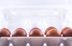 Embalaje de huevos fotos de archivo
