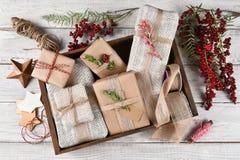 Embalaje del regalo de Navidad Foto de archivo