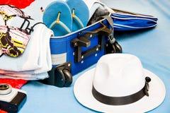 Embalando uma mala de viagem Fotografia de Stock Royalty Free