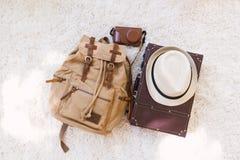 Embalando uma mala de viagem para uma viagem Imagem de Stock Royalty Free