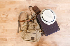 Embalando uma mala de viagem para uma viagem Fotos de Stock