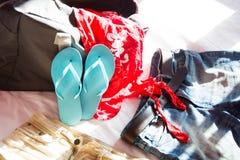 Embalar una maleta para el verano Fotografía de archivo