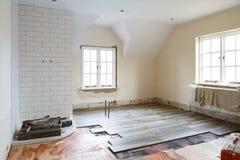 Embaldosado de la reinstalación del cuarto de baño imágenes de archivo libres de regalías