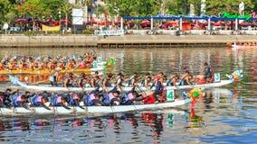 Emballage de bateaux en rivière d'amour pour Dragon Boat Festival à Kaohsiung, Taïwan Photos stock