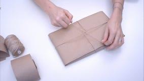 Emballage de femme actuel avec le jute Images stock
