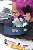 Emballage de femme son sac de renivellement Images stock