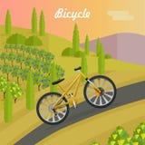 Emballage de la bicyclette jaune sur Asphalt Track Photographie stock libre de droits