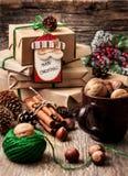Emballage des cadeaux de Noël Photo libre de droits