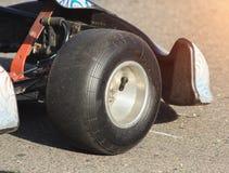 Emballage du kart, roue des sports emballant le kart, plan rapproché, emballage de moteur, conceptuel images stock