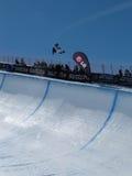 Emballez de pipe de snowboard de coupe du monde demi image stock