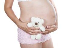 Embarazada con el oso de peluche Imagenes de archivo