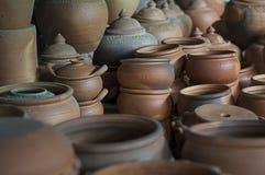 Embarcação da cerâmica colocada na fornalha antes de arejar Imagem de Stock