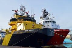 A embarcação de combate ao fogo de Odin Viking entrou no porto de Aberdeen, Scot Foto de Stock