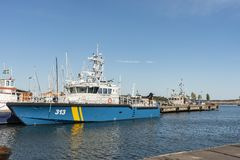 A embarcação de fiscalização sueco KBV313 da guarda costeira amarrou Oxelösund fotos de stock royalty free