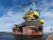 Embarcação de flutuação do guindaste Imagem de Stock Royalty Free