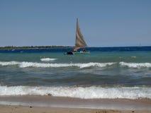 Embarcação de navigação da cor Fotos de Stock Royalty Free
